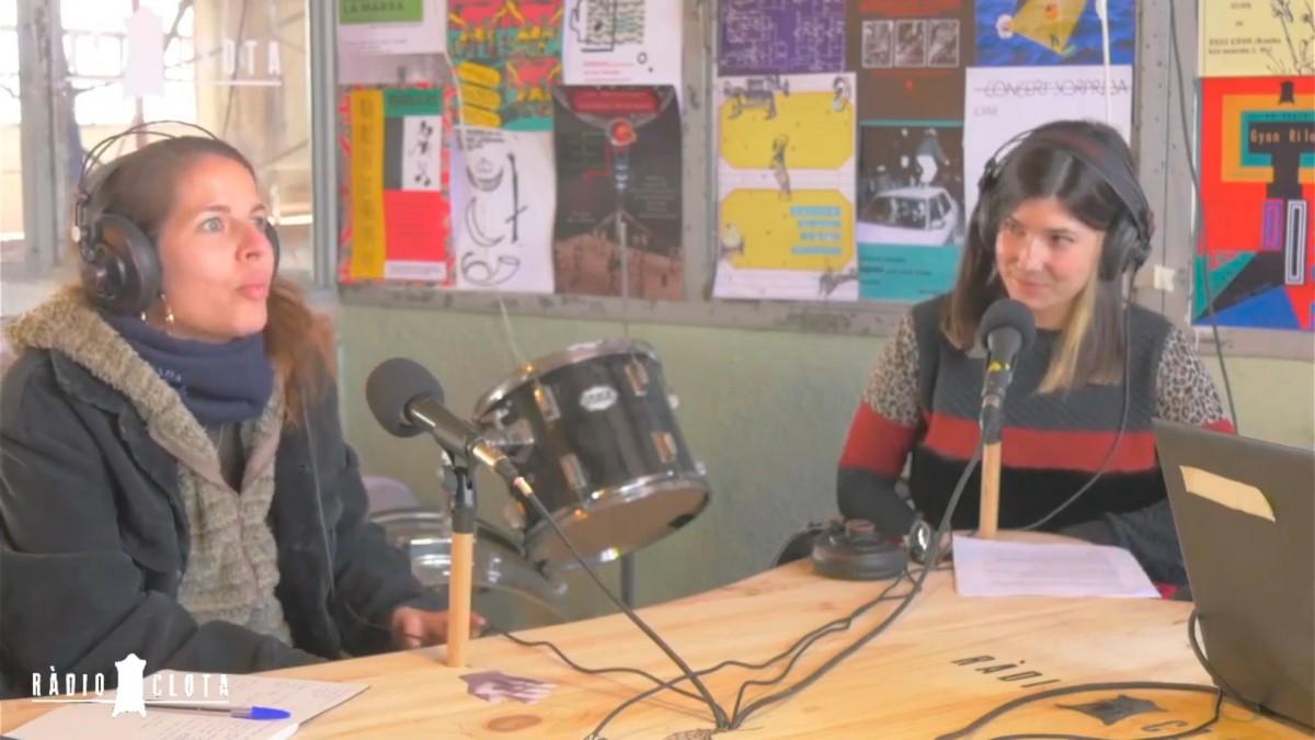 Cinta Forcada i Sara Blàzquez durant la seva conversa a Ràdio Clota