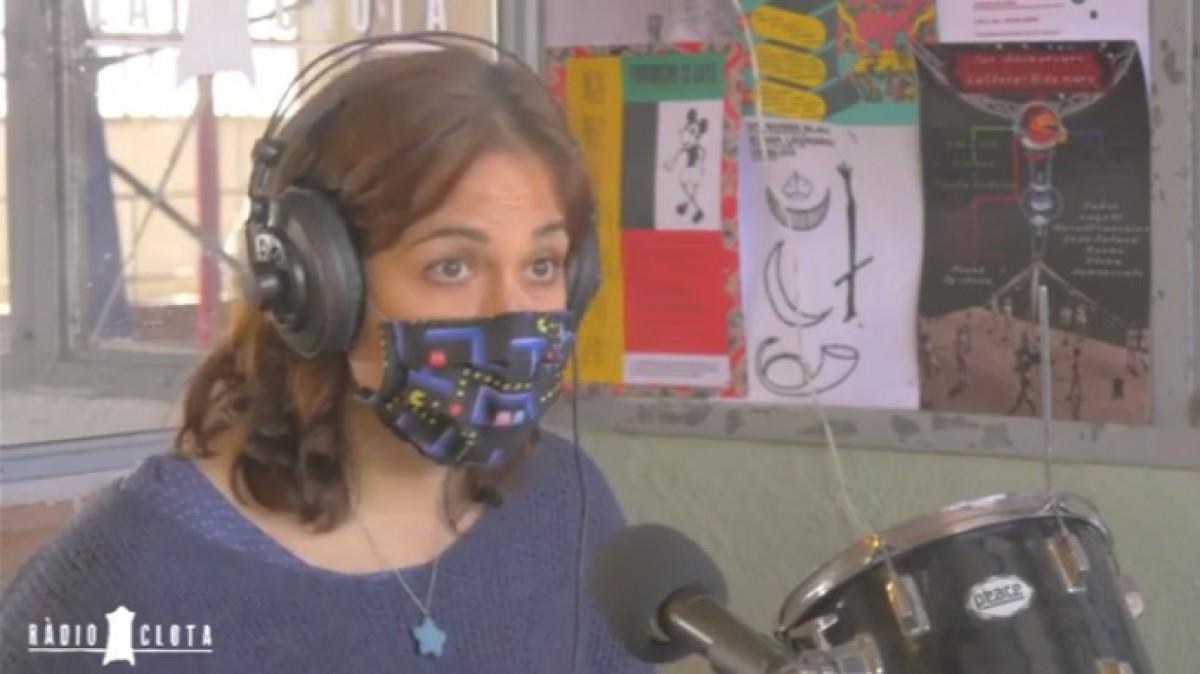 Susanna Pérez, sòcia de Mengem Osona, durant l'entrevista a Ràdio Clota