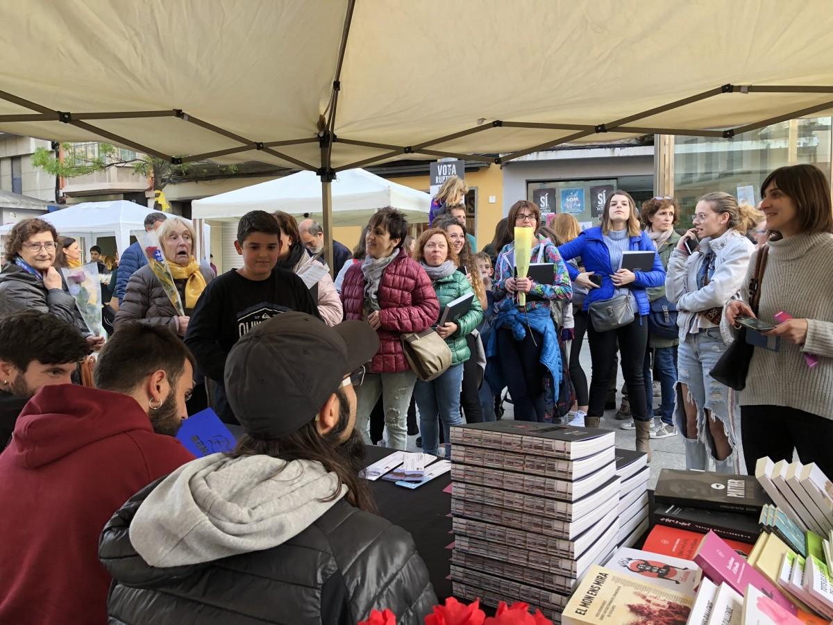 Firma de llibres a la parada de Setembre pel Sant Jordi de 2019