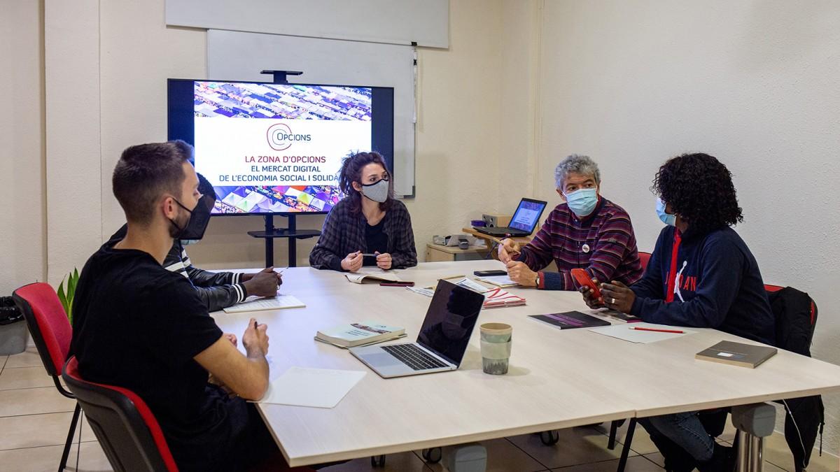 Reunió d'equip de La Zona a la cooperativa Opcions