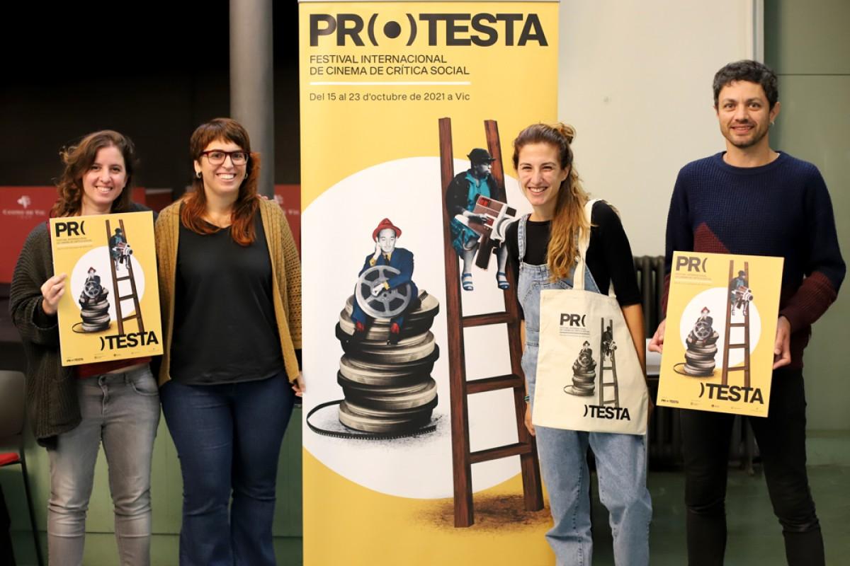 Part de l'equip que organitza la novena edició del festival de cinema de crítica social Protesta a Vic